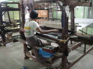 Weaving with a hand-operated loom