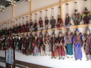 So many puppets!