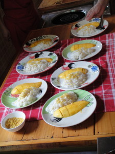 Now we know how to make mango and sticky rice!! Good thing, since we've become addicted to it.
