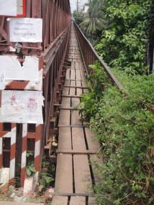Pedestrians get a special lane on this bridge
